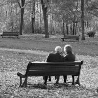 personas-mayores-en-un-parque